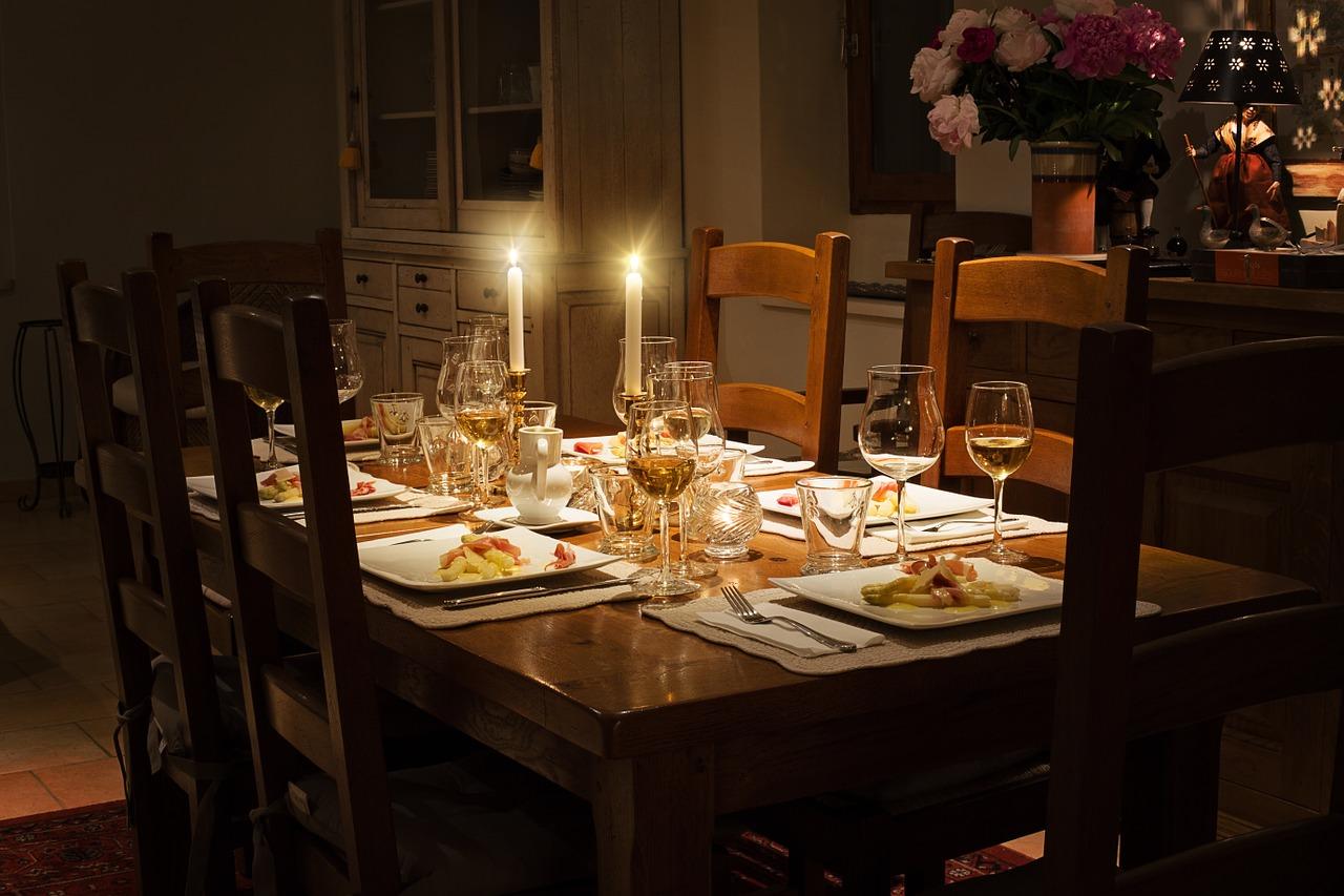 dinner-table-1433494_1280